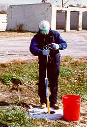 Groundwater sampling (10948 bytes)
